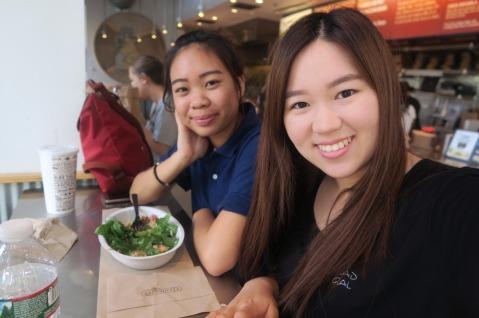 ไปนั่งหาไรกินรอเพิ่ลอยู่ที่ Chipotle จา