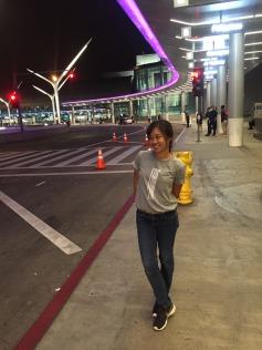 ซันนี่บังคับถ่ายรูปกะหนามบิน LAX