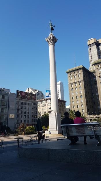 Union Square เฟ้งฟ้างมาก เพราะไปเช้า