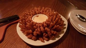 และนี่คือ onion bloommmmm อร่อยยยยยยยย